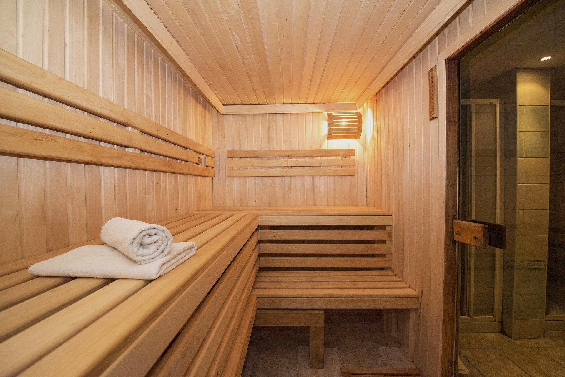 Sauna illustrant une réalisation pour une thalasso